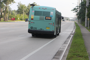 Alafaya Trail (SR 434) has a shoulder. This is not a bike lane and bicyclists are not required to use it.